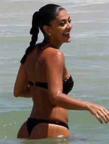 Juliana Paes na Praia da Barra - Dezembro de 2008