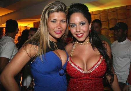 Mulher Melão recebe Mulher Maça em seu aniversário