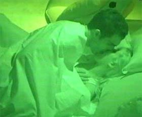 Ralf e Milena do BBB 9 em clima quente no quarto do líder