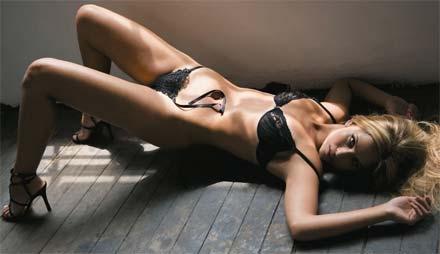 Mônica Apor nua na revista Playboy de Março