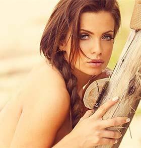 Sósia de Angelina Jolie Nua no Paparazzo