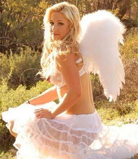 Lindas Mulheres Fantasiadas de Anjo