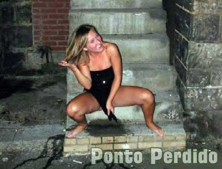 Fotos de mulheres mijando em público
